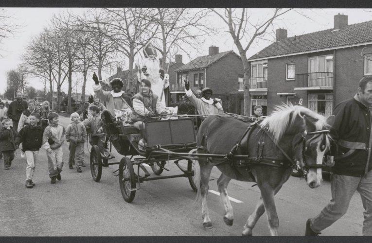 Sinterklaas bezoekt Niezijl – 1992