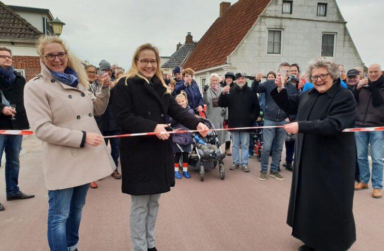 Ongenode Gast: Lintjes knippen op de Niezijlster brug